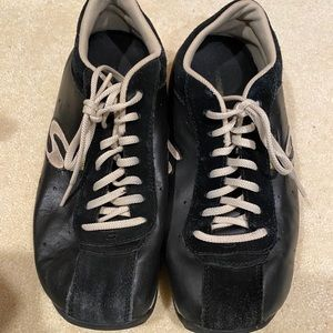 Used Skechers Black Leather Shoes  size 9